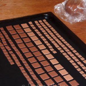 Zdobení dortu - hnědé čtverečky