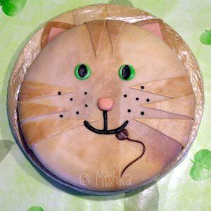 Dort ve tvaru kočičí hlavy s myší v tlamě, pohled shora