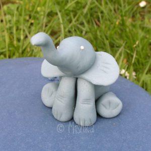 Detail dortu - sedící slon
