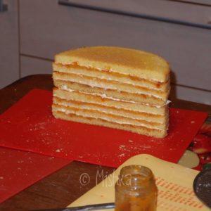 Seskládané horní patro dortu