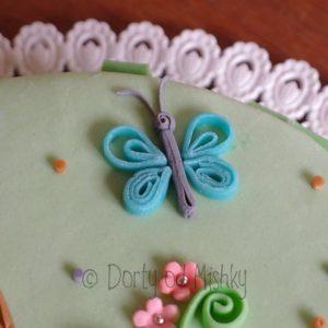 Quillingový motýl na dortu